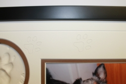 Smokey's Bear Hug Paw Print Frames - Detail - Paw Print & VGroove Description